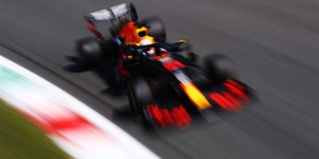 Verstappen neví, proč mu slipstream nepomohl | Foto: Getty Images / Mark Thompson