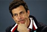 Ferrari by už Vettelovu penalizaci řešit nemělo. Může je to mrzet, myslí si Wolff