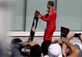 Vettel není první. O vítězství přišli i Räikkönen, Schumacher, Senna nebo Prost