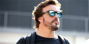 Fernando Alonso a Jimmy Johnson si prohodí auta