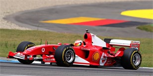 Video: Mick Schumacher ve voze Ferrari F2004