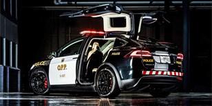 Kanaďané mají nové policejní Tesly. Lidem se taková investice nelíbí